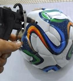 AQF_Inspection de ballons promotionnels pour la coupe du monde au Brésil 2014 selon le Quality Control Blog